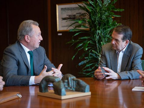 O Colexio de Procuradores presenta ao alcalde de Vigo a figura do axente executor