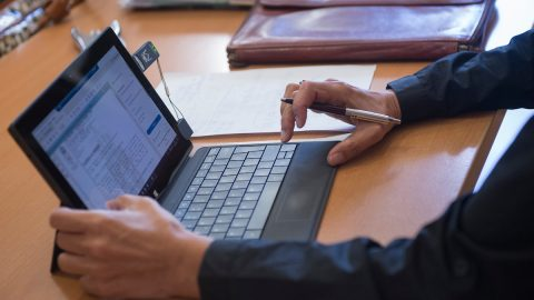 Los procuradores se forman para colaborar en subastas públicas
