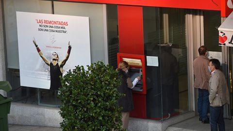 Reabre la sucursal bancaria judicial de calle Coruña tras las reivindicaciones de los procuradores